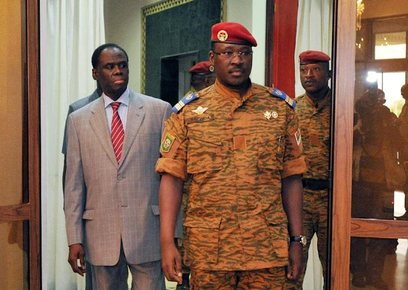 Burkina Faso's interim President Michel Kafando (L) walks with Lieutenant Colonel Isaac Zida, who has been named prime minister, on November 19, 2014 at the presidential palace in Ouagadougou (AFP Photo/Sia Kambou)