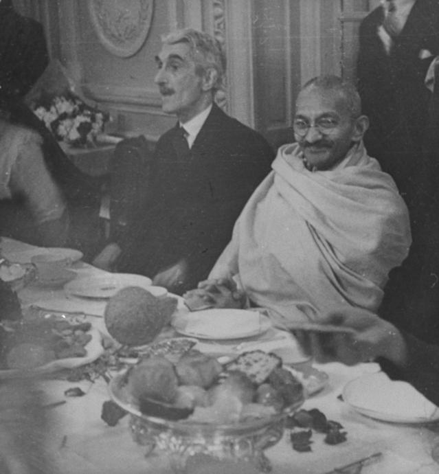Mahatma Gandhi (r), wearing cloth wrapped around shoulders, sitting at banquet w. unident. man. (Photo by Aral/Pix Inc./The LIFE Images Collection via Getty Images/Getty Images)