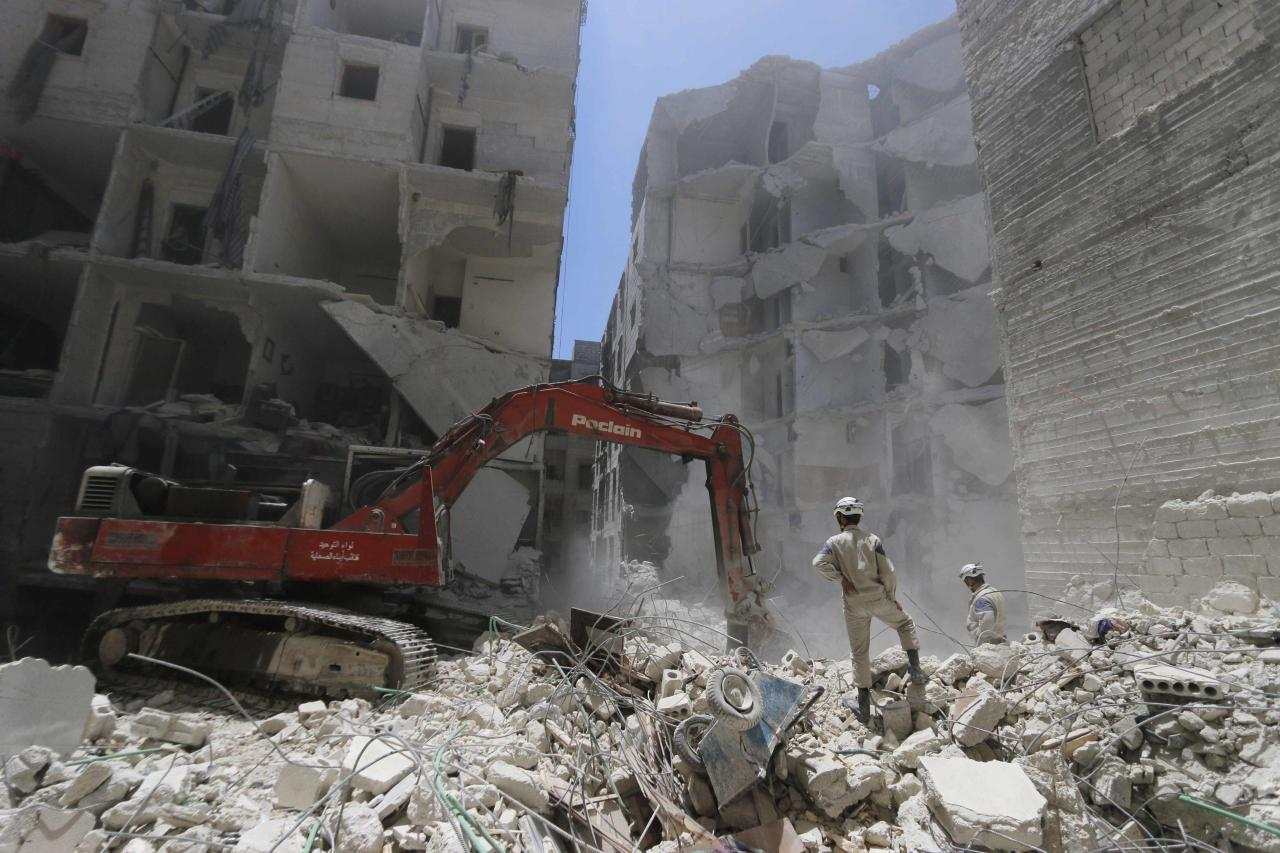 A man operates an excavator at a site hit by what activists said was a barrel bomb dropped by forces loyal to Syria's President Bashar al-Assad on Monday, in the Al-Fardous neighbourhood of Aleppo July 15, 2014. REUTERS/Hosam Katan (SYRIA - Tags: POLITICS CIVIL UNREST CONFLICT)