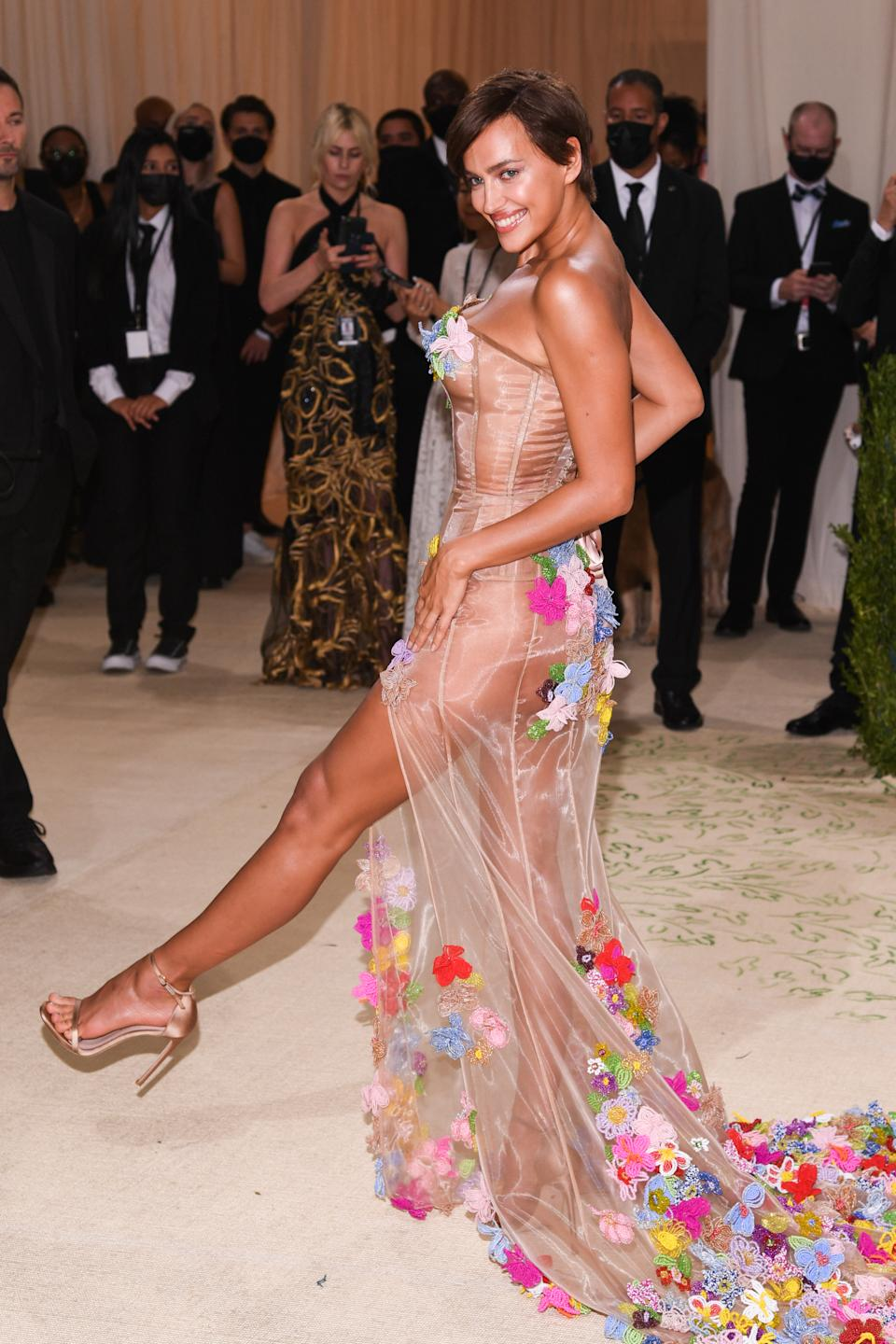 Irina Shayk walking on the red carpet at the 2021 Metropolitan Museum of Art Costume Institute Gala celebrating the opening of the exhibition titled In America: A Lexicon of Fashion held at the Metropolitan Museum of Art in New York, NY on September 13, 2021. (Photo by Anthony Behar/Sipa USA)