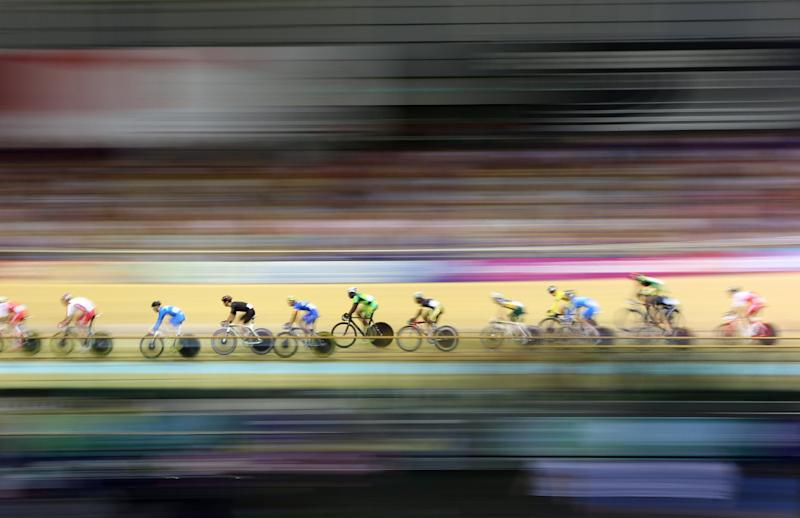 Riders compete in the Commonwealth Games men's 40km points race qualifying round in the Sir Chris Hoy Velodrome in Glasgow on July 26, 2014 (AFP Photo/Adrian Dennis)