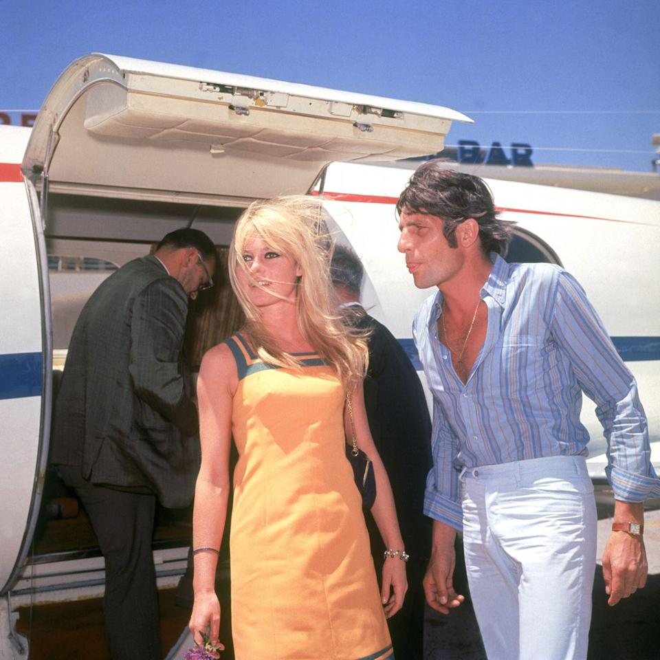 <p>French actress Brigitte Bardot and Gunther Sachs arriving in Las Vegas, Nevada. </p><p>Other celebrity visitors this year: Frank Sinatra, Muhammad Ali, Woody Allen.</p>
