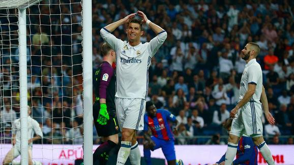 Real Madrid are set to be without Gareth Bale for three to four weeks meaning that he will miss the crucial Champions League semi-final against city rivals, Atletico, as reported by AS. The Welsh forward only recently recovered from an injury in time to start in Sunday's El Clasico, but after just 35 minutes, the 27-year-old had to be taken off with a suspected calf injury. Now, Zinedine Zidane is left with the prospect of being without one of his star men for perhaps the most crucial part of...