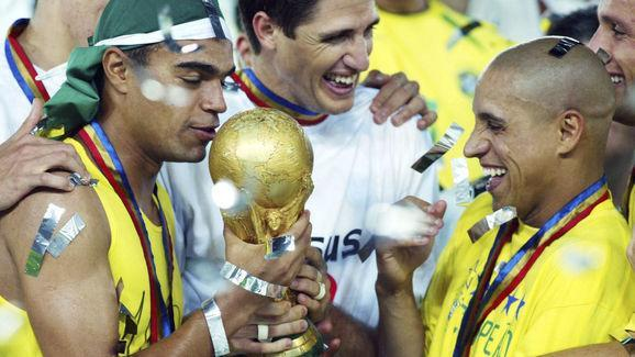 Former Real Madrid star Roberto Carlos has broken many people's hearts by admitting that his world-renowned free-kick against France in 1997 was wind-assisted and branded the goal a 'miracle'. The Brazilian enjoyed a fantastic career at both club and international level. During his time at Real Madrid he won four La Liga titles and three Champions League trophies. He was also extremely successful with Brazil as they won two Copa America titles and the World Cup in 2002. But what will perhaps...