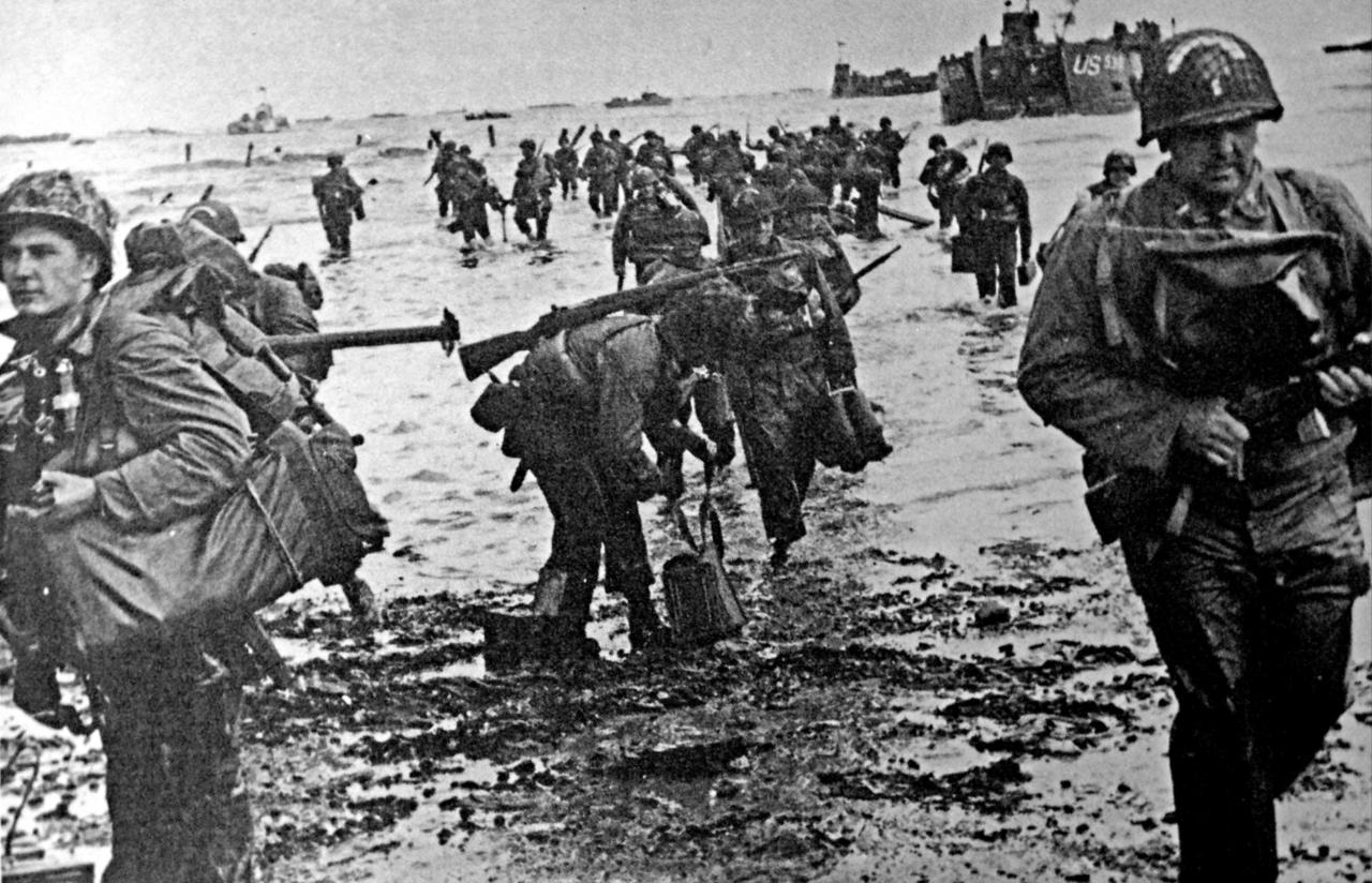 <p>American soldiers go ashore in Normandy, France, on D-Day, June 6, 1944, as part of Operation Overlord, the Allied invasion of Normandy in World War II. (Photo: Universal History Archive/UIG via Getty Images) </p>