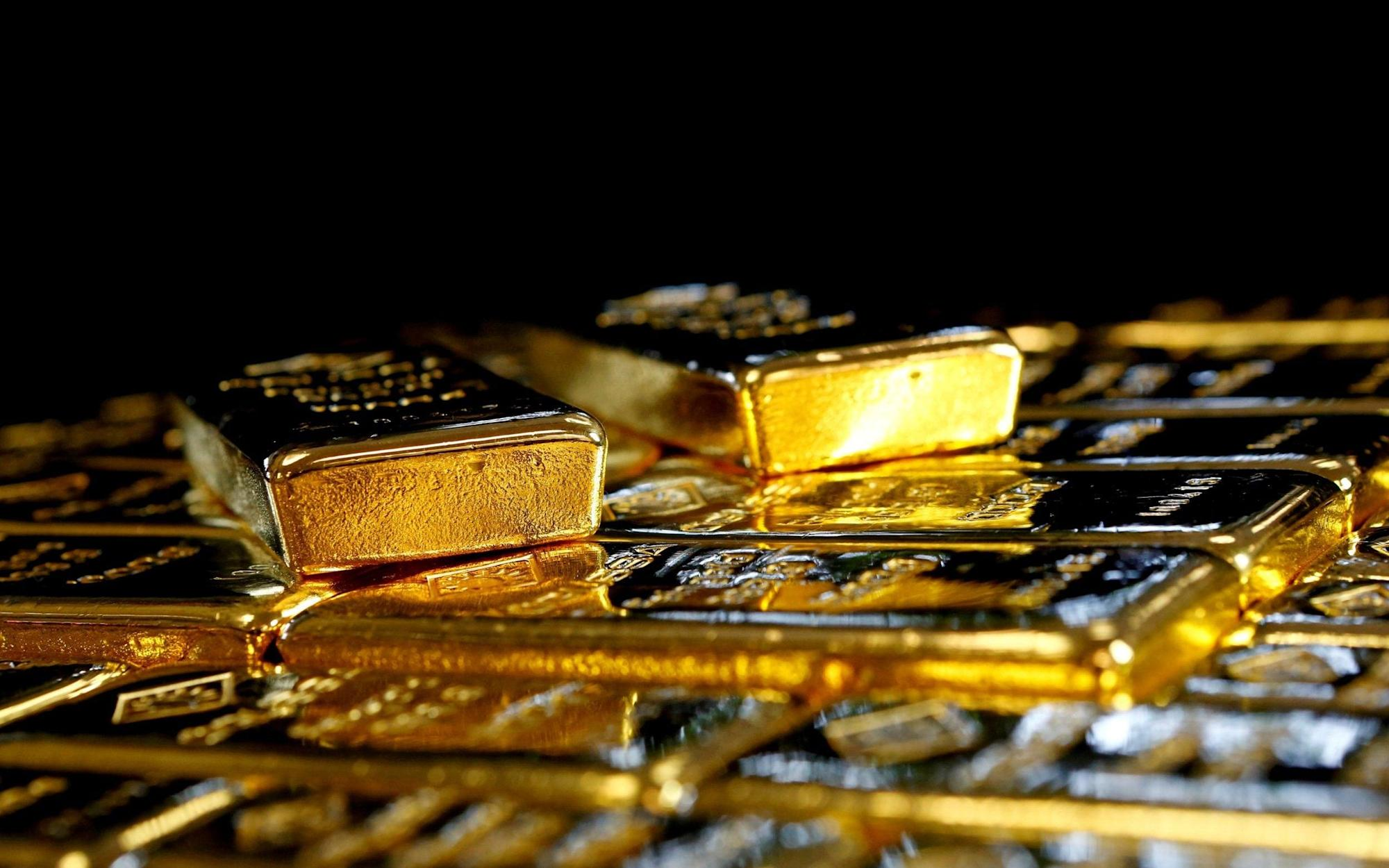 Zimbabwe mining official took gold bars by 'accidentally picking up wrong handbag'