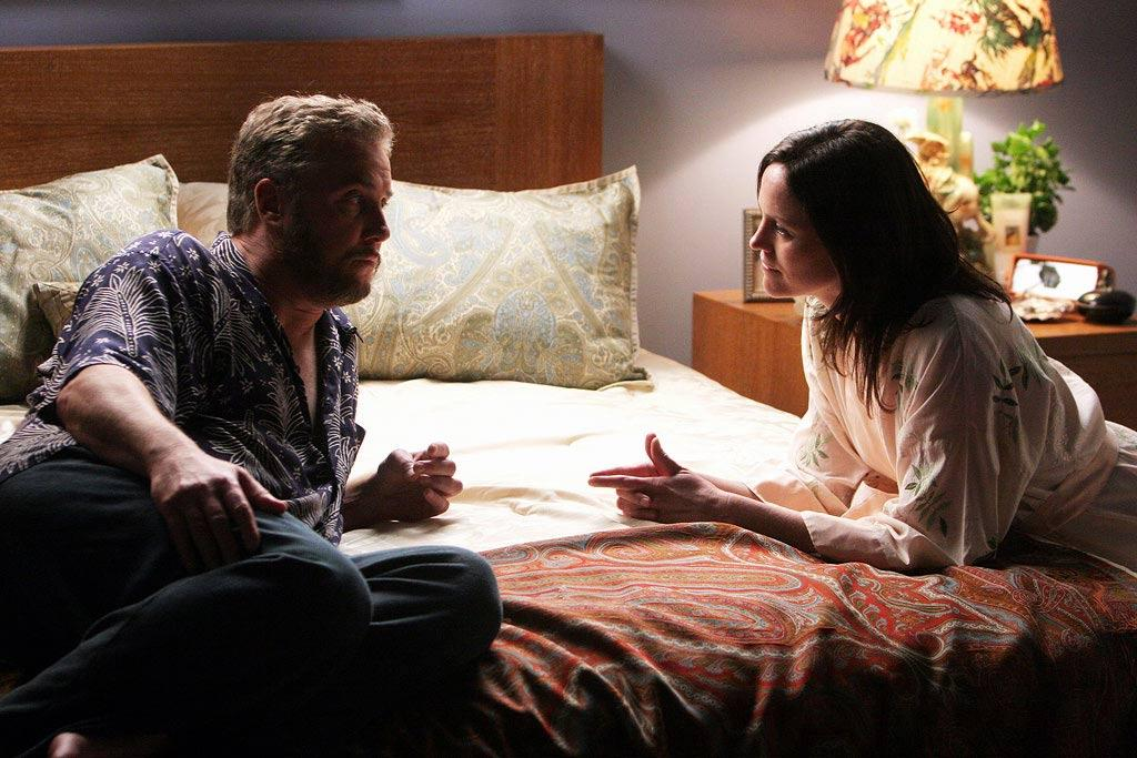"""Grissom and Sara share a moment and shock the viewers when their intimate relationship is finally revealed. (""""Way to Go"""" 5/18/2006, Season 6 Finale)"""