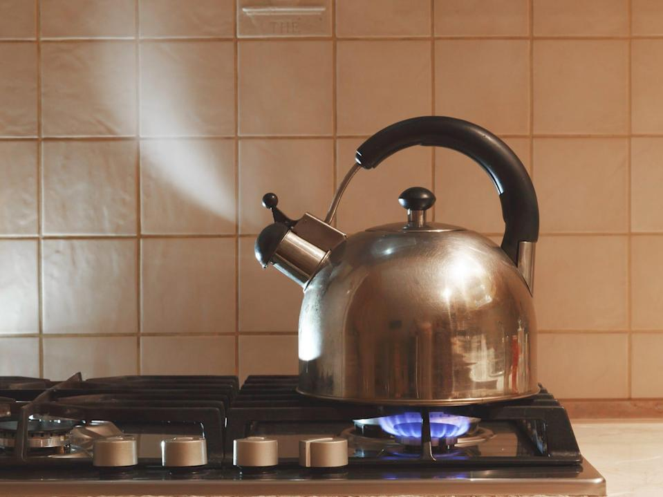 steaming kettle tea pot