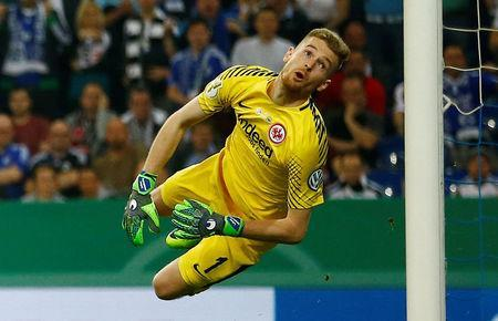 Soccer Football -DFB Cup - Schalke 04 vs Eintracht Frankfurt - Veltins-Arena, Gelsenkirchen, Germany - April 18, 2018 Eintracht Frankfurt's Lukas Hradecky watches a shot go wide REUTERS/Wolfgang Rattay