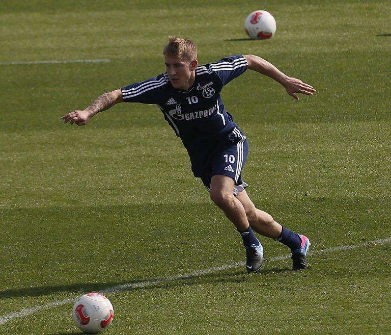 Schalke midfielder Lewis Holtby during a training session in Doha on January 4, 2013