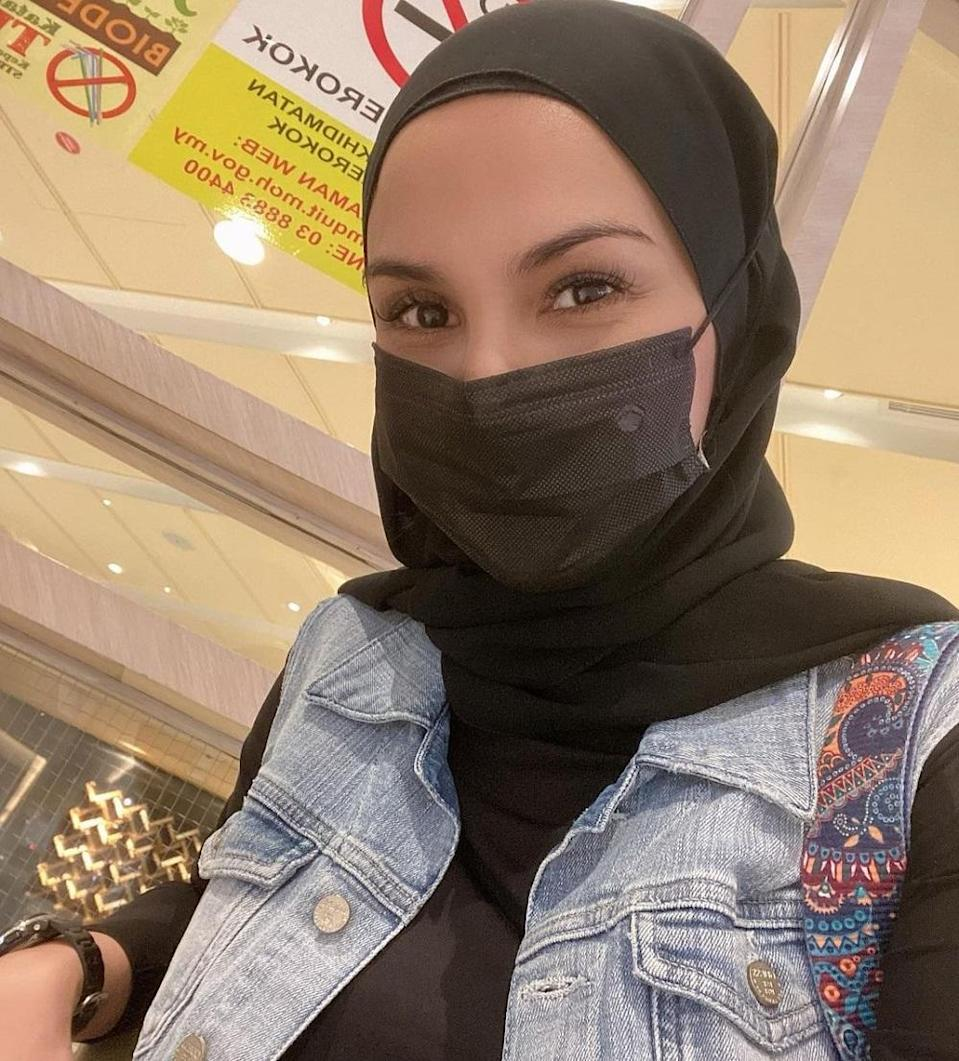 Fiza Halim said that finally got the strength to reveal her divorce from ex-husband Aizat after some time. — Picture via Instagram/fizahalimofficial
