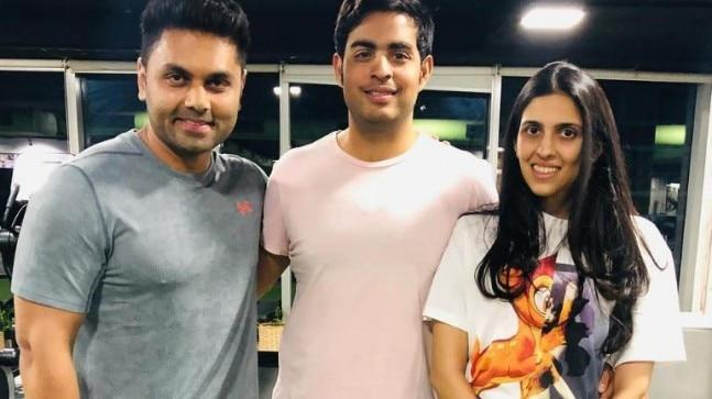 Newlyweds Akash Ambani and Shloka Mehta recently gave us couple workout goals by proving that the couple who works out together stays together. The couple was spotted attending the gym together.