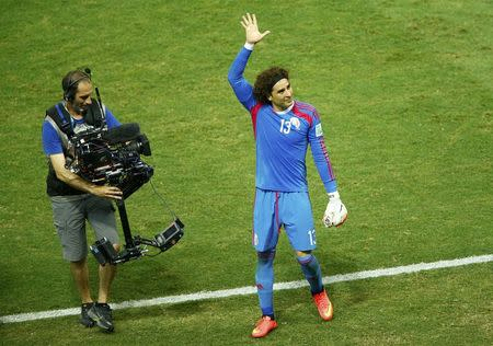 Mexico's Guillermo Ochoa waves to the audience at the end of their 2014 World Cup Group A soccer match against Brazil at the Castelao arena in Fortaleza, June 17, 2014. REUTERS/Mike Blake