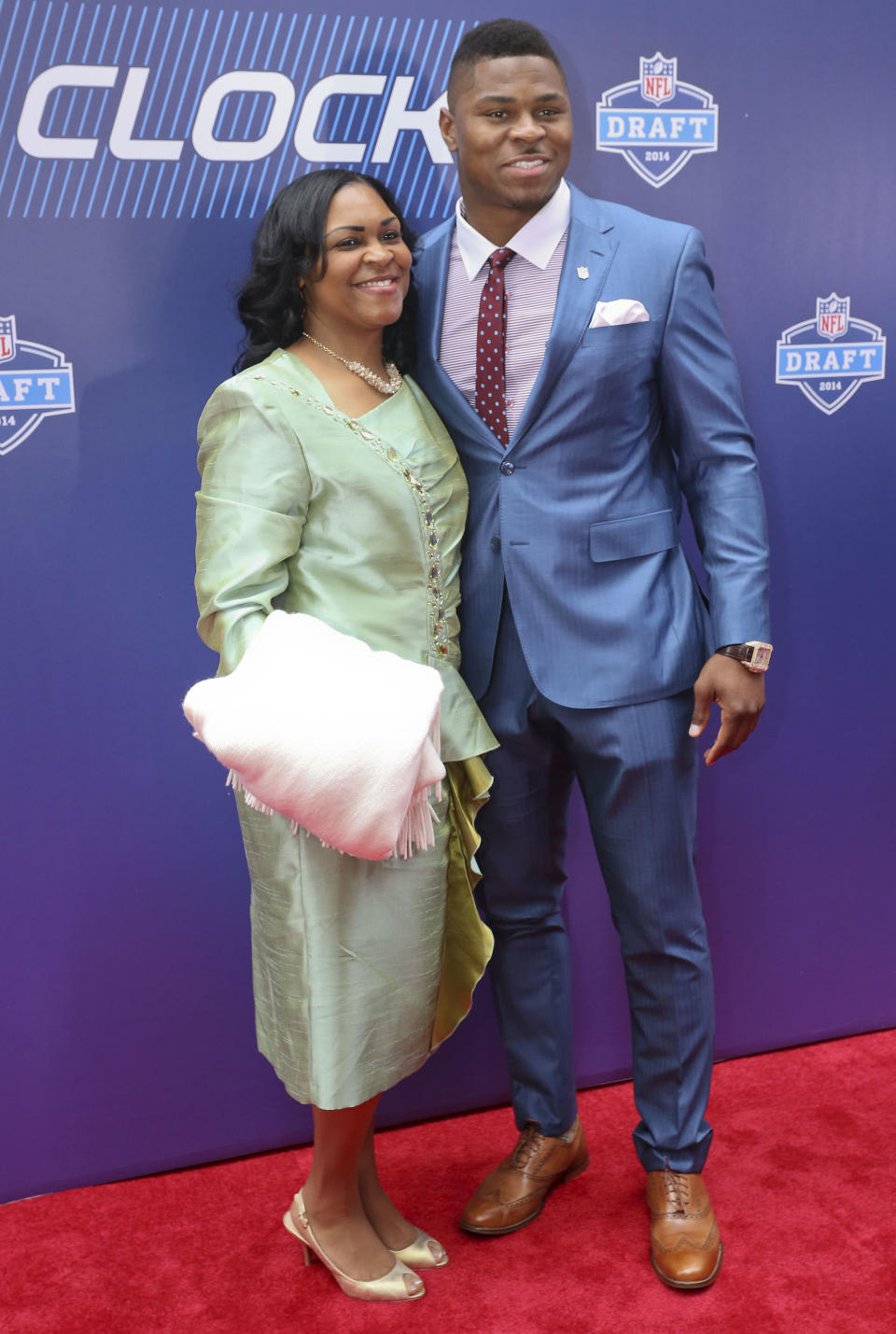 Buffalo linebacker Khalil Mack, right, poses for photos with his mother, Yolanda Mack, on the red carpet upon arriving for the first round of the 2014 NFL Draft, Thursday, May 8, 2014, in New York. (AP Photo/Craig Ruttle)