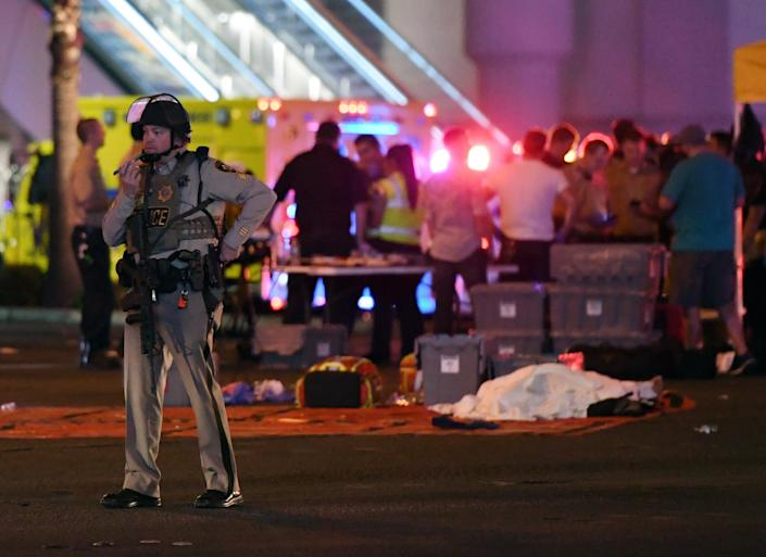 <p>A Las Vegas Metropolitan Police officer stands in the intersection of Las Vegas Boulevard and Tropicana Ave. after a mass shooting at a country music festival nearby on October 2, 2017 in Las Vegas, Nevada. (Photo: Ethan Miller/Getty Images) </p>