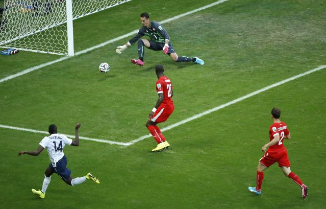France's Blaise Matuidi scores France's second goal during the 2014 World Cup Group E soccer match between Switzerland and France at the Fonte Nova arena in Salvador June 20, 2014. REUTERS/Fabrizio Bensch (BRAZIL - Tags: TPX IMAGES OF THE DAY SOCCER SPORT WORLD CUP)
