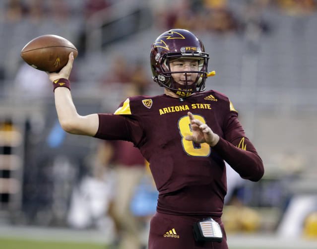 "Arizona State quarterback <a class=""link rapid-noclick-resp"" href=""/ncaaf/players/252251/"" data-ylk=""slk:Blake Barnett"">Blake Barnett</a> (8) in the first half during an NCAA college football game against Oregon, Saturday, Sept. 23, 2017, in Tempe, Ariz. (AP Photo/Rick Scuteri)"