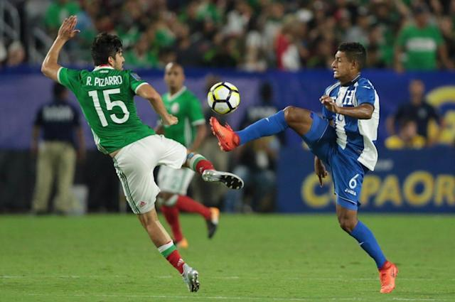 "Thanks to an early goal from <a class=""link rapid-noclick-resp"" href=""/olympics/rio-2016/a/1097159/"" data-ylk=""slk:Rodolfo Pizarro"">Rodolfo Pizarro</a> (15), Mexico beat Honduras to reach the Gold Cup semifinals. (Getty)"