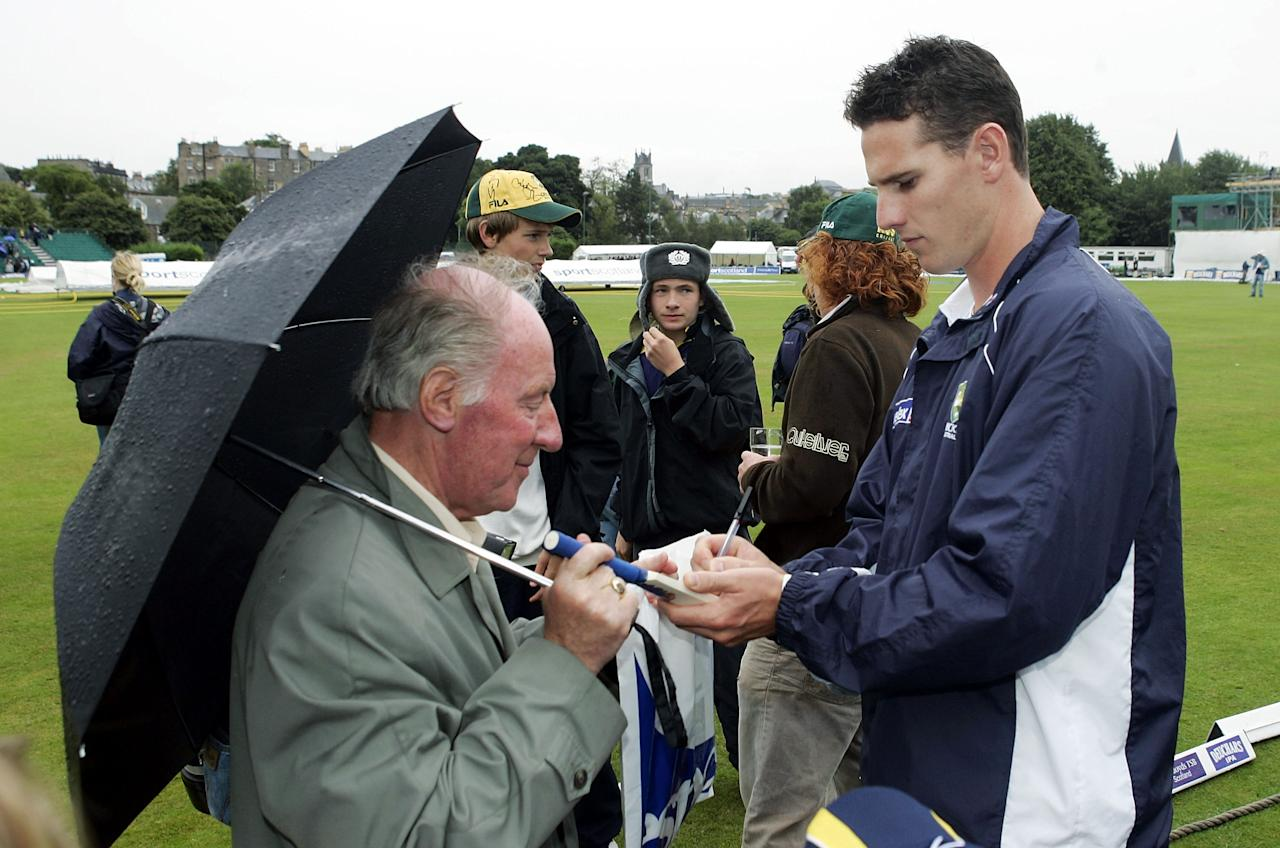 EDINBURGH, UNITED KINGDOM - AUGUST 18:  Shaun Tait of Australia signs autographs as rain delays play during the One Day Friendly match between Scotland and Australia played at The Grange on August 18, 2005 in Edinburgh, United Kingdom  (Photo by Hamish Blair/Getty Images)