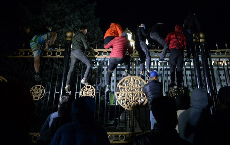 Protesters attempted to force their way through the gates of the main seat of government