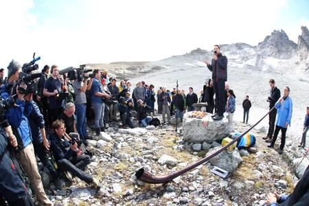 Environment NGOs, Alps protection associations commemorate dying glacier at on-site mourning ceremony