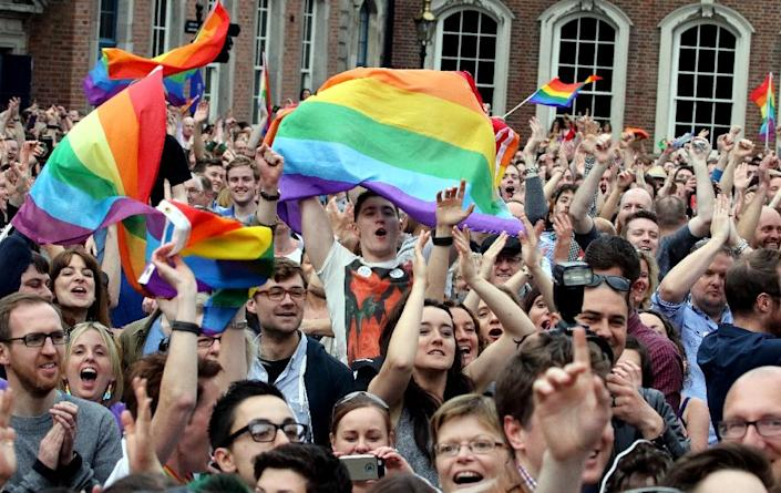 Supporters react outside Dublin Castle following the announcement of the result of the same-sex marriage referendum in Dublin on May 23, 2015 (AFP Photo/Paul Faith)