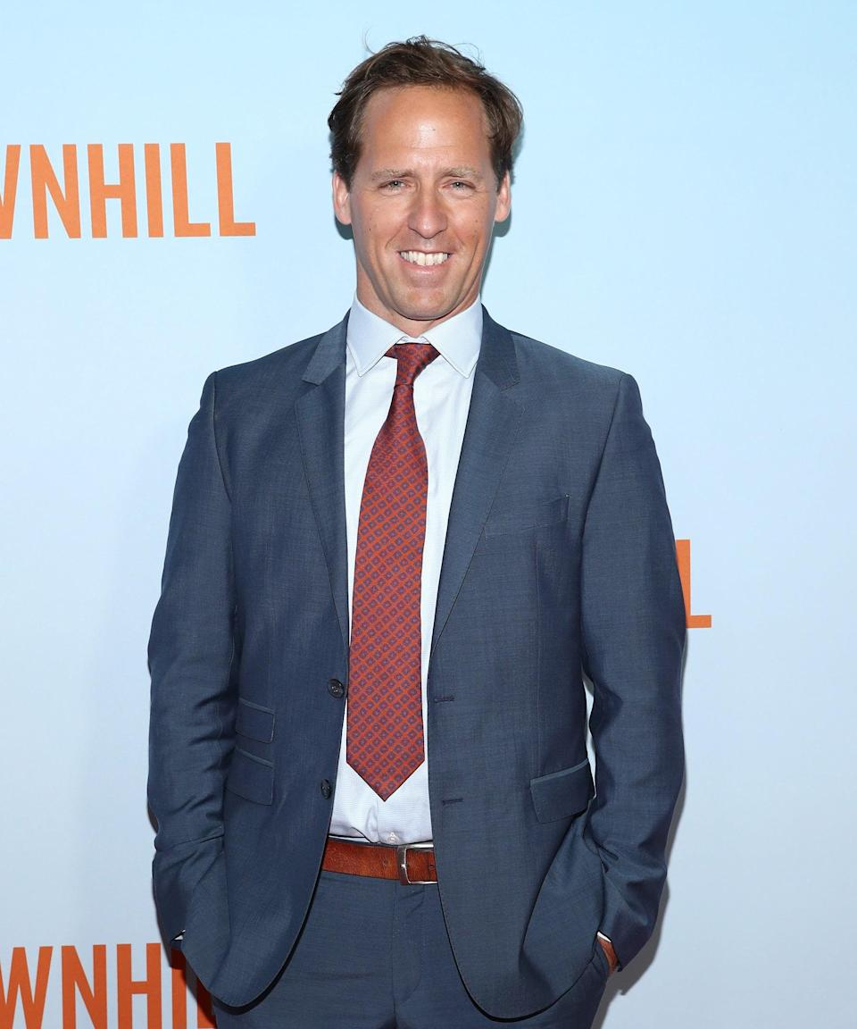 """<h3>Nat Faxon Voices Elfo</h3><br><strong>Who Is Elfo?</strong><br>Elfo is an elf (what a surprise) who completes Bean's closest trio. He and Bean have feelings for each other, but it's revealed he's half-non-elf — and, by the end of season 1, most definitely dead. Will Bean and Luci be able to save him? <br><br><strong>Where You've Seen Nat Faxon</strong><br>Nat Faxon has been on all sides of the camera — he's written, directed, and acted in movies and TV shows in addition to voice acting. He won an Oscar for co-writing 2011's <em>The Descendants</em>, and is known for starring in the shows <em>Ben and Kate</em> and FX's <em>Married</em>. <span class=""""copyright"""">Photo: Cindy Ord/Getty Images.</span>"""
