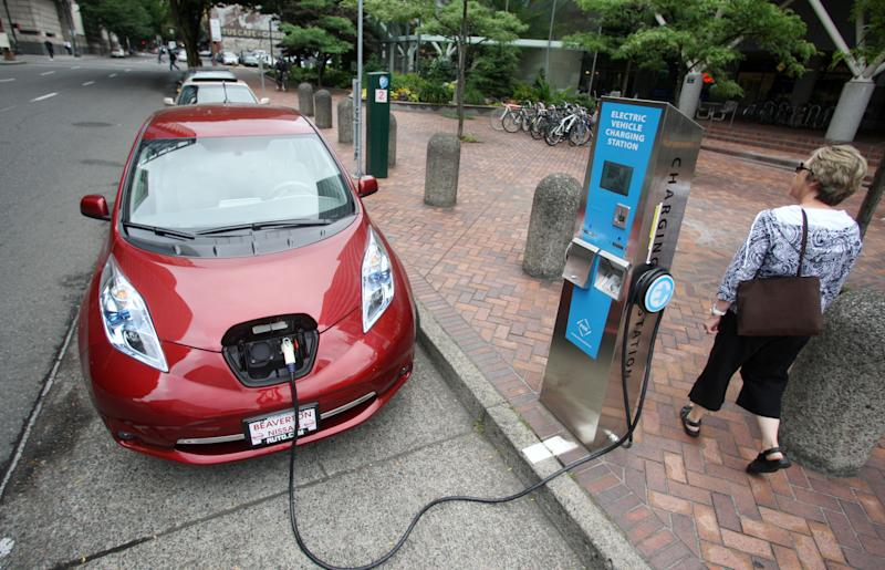 Leases for plug-in electric cars may offer savings
