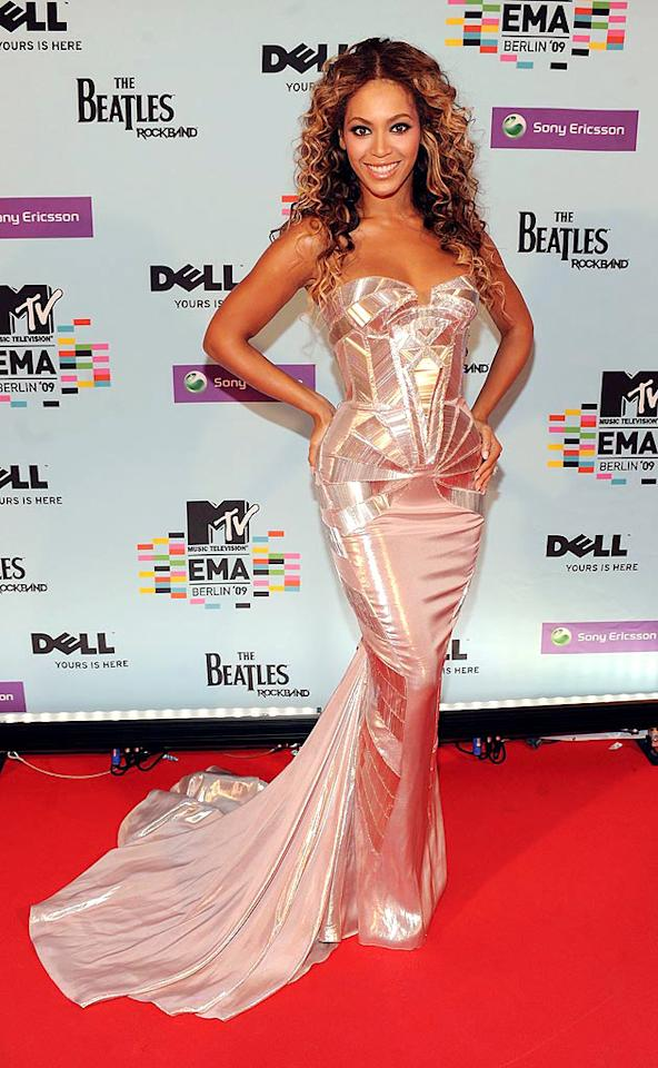 """Beyonce glowed in a shimmery Atelier Versace gown (that fit her like a glove!) at the MTV Europe Music Awards held at the O2 Arena in Berlin. Kevin Mazur/<a href=""""http://www.wireimage.com"""" target=""""new"""">WireImage.com</a> - November 5, 2009"""