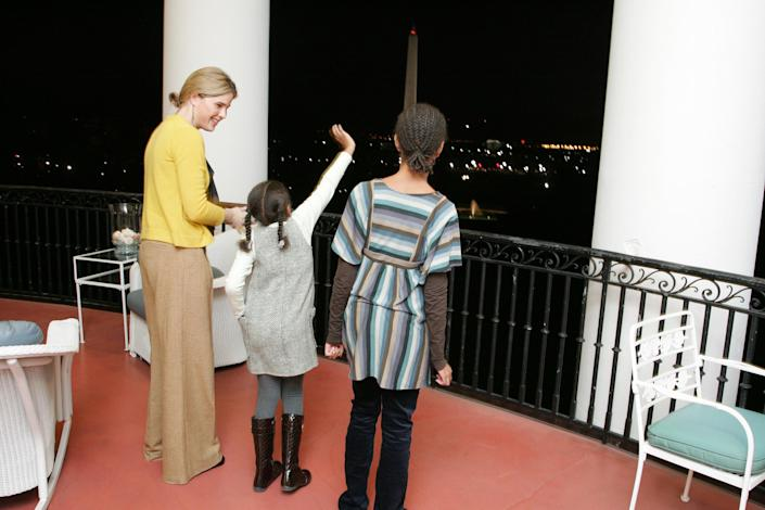 LB, Jenna, Barbara and GWB welcome Michelle Obama, her mother, Marian Robinson, and her children Malia and Sasha to a tour of the White House Tuesday, Nov. 18, 2008 in Washington, D.C. (Joyce N. Boghosian / White House Photo)