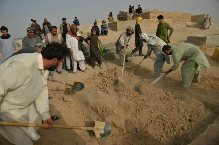 Mourners from Afghanistan's minority Shiite community buried their dead after a suicide attack claimed by the Islamic State (AFP/Hoshang Hashimi)