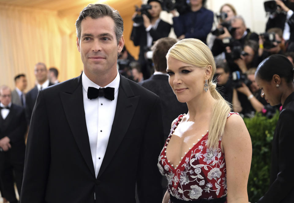 Douglas Brunt, left, and Megyn Kelly attend The Metropolitan Museum of Art's Costume Institute benefit gala celebrating the opening of the Rei Kawakubo/Comme des Garçons: Art of the In-Between exhibition on Monday, May 1, 2017, in New York. (Photo by Charles Sykes/Invision/AP)
