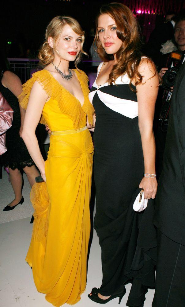 Michelle Williams and Busy Philipps at the 2006 Oscars