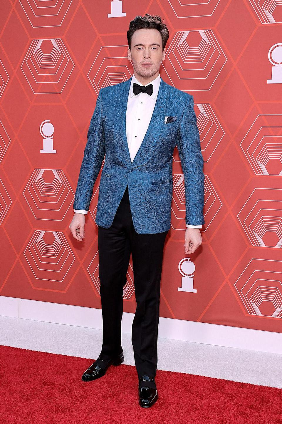 <p>Actor Erich Bergen was among the men who wore bold suits on the red carpet tonight. </p>