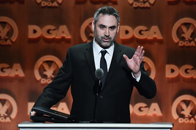 Alex Garland accepts a Directors Guild award for Outstanding Directorial Achievement of a First-Time Feature Film Director, for <em>Ex Machina</em>, Feb. 2016. (Photo: Alberto E. Rodriguez/Getty Images for DGA)