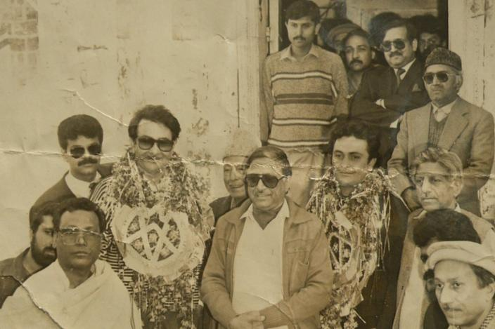 Prithviraj Kapoor's garlanded sons Randhir (left) and Rish visited the Peshawar house in 1990