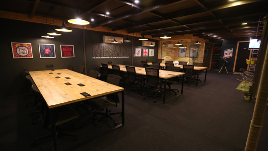Premium work spaces - a perfect place for pollinating ideas with a jute work of MERAKI in the middle.