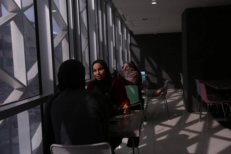 Palestinian women wait for their order at a food court in a mall in Gaza City, Nov. 28, 2018. (Photo: Samar Abo Elouf/Reuters)