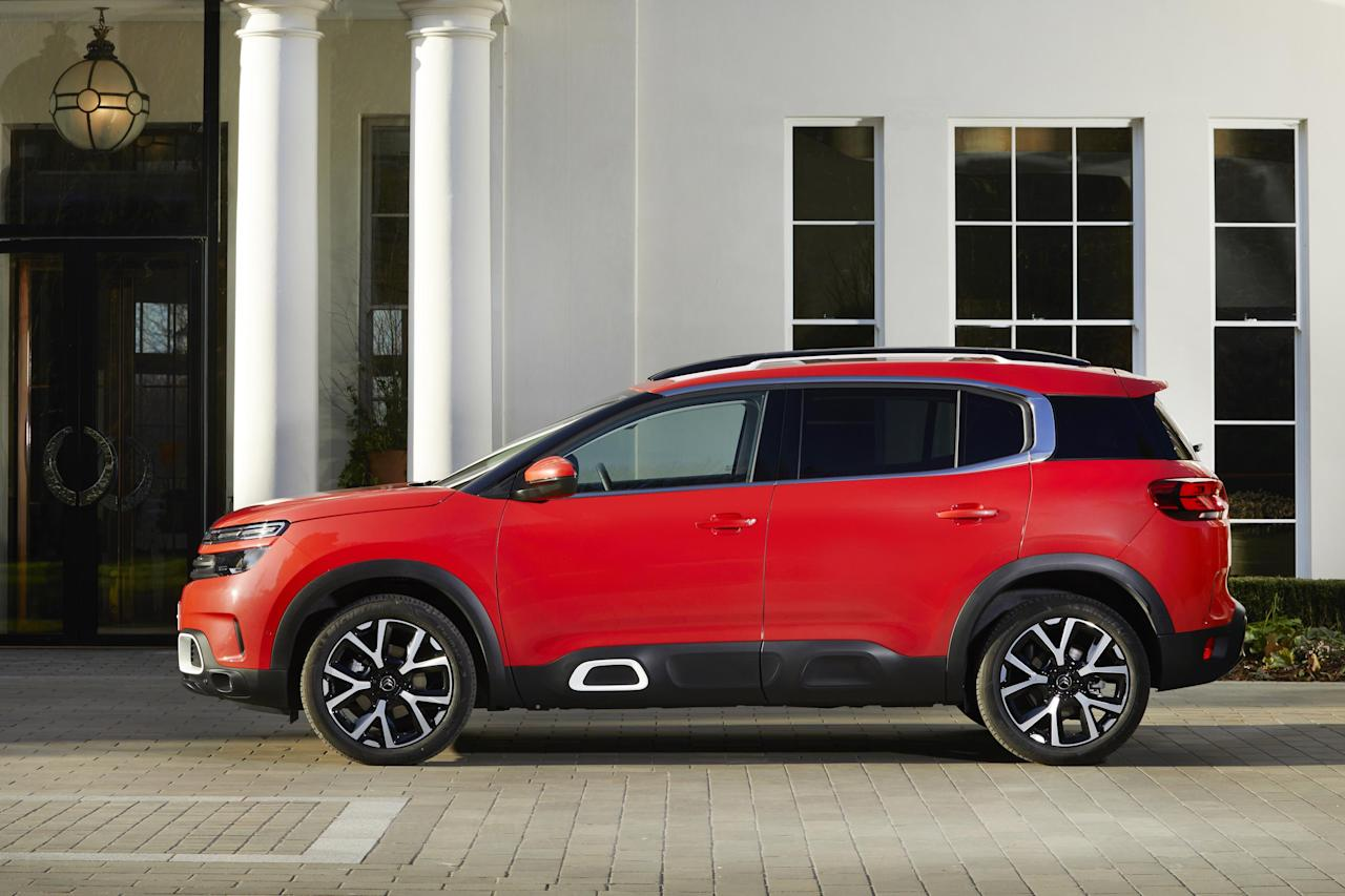 <p>As said earlier, this is a big car at 4.5m, but it hides its bulk well. The massive Citroen grille connected to those futuristic headlamps really works. The side, though, has a more crossover-like shape. </p>
