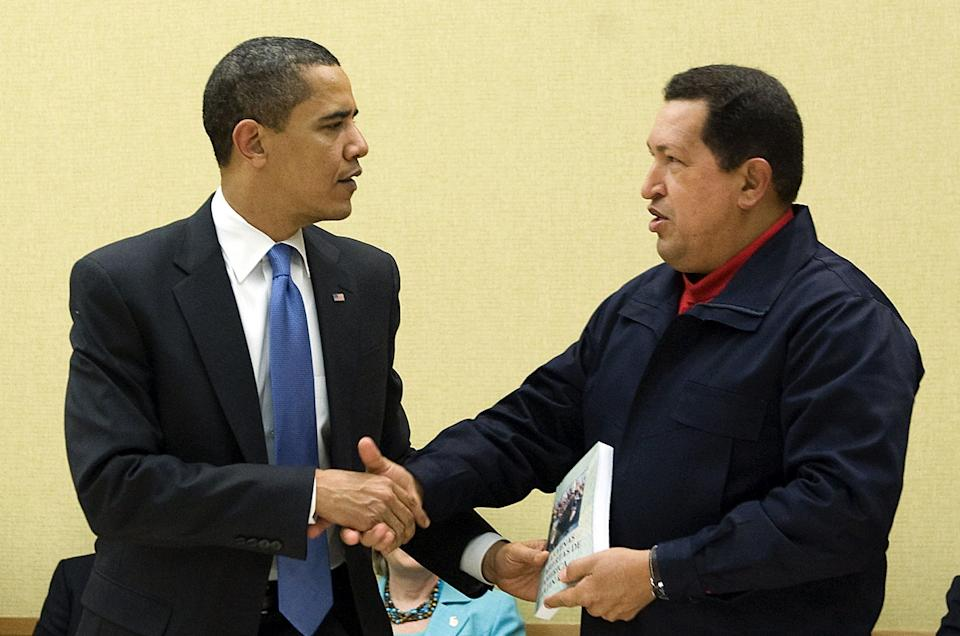 Venezuelan President Hugo Chavez (R) gives a book, <i>The Open Veins of Latin America</i>by Uruguayan writer Eduardo Galeano to U.S. President Barack Obama during a multilateral meeting to begin during the Summit of the Americas at the Hyatt Regency in Port of Spain, Trinidad, April 18, 2009.