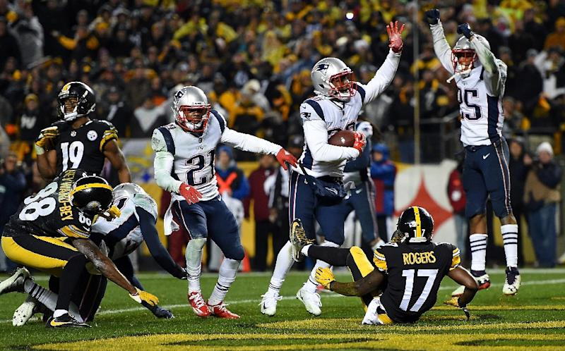 Duron Harmon (C) of the New England Patriots intercepts a pass thrown by Ben Roethlisberger of the Pittsburgh Steelers with five seconds left to play in the fourth quarter at Heinz Field (AFP Photo/Joe Sargent)