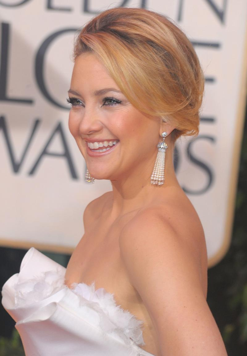 Wearing an elegant up do with a frosted smoky eye, Hudson arrives at the 67th Annual Golden Globe Awards in 2010.