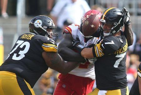 Sep 16, 2018; Pittsburgh, PA, USA; Kansas City Chiefs defensive end Allen Bailey (C) beats Pittsburgh Steelers offensive guard Ramon Foster (73) for a sack of quarterback Ben Roethlisberger (7) during the fourth quarter at Heinz Field. Kansas City won 42-37. Mandatory Credit: Charles LeClaire-USA TODAY Sports
