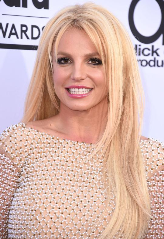 <p>Spears showed off her long blonde locks and a pretty pink pout at the Billboard Music Awards. (Photo: Getty Images)</p>