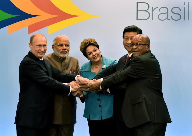 (L to R) Russian President Vladimir Putin, India's PM Narendra Modi, Brazilian President Dilma Rousseff, China's President Xi Jinping and South Africa's President Jacob Zuma during the 6th BRICS Summit in Fortaleza, Brazil, on July 15, 2014 (AFP Photo/Nelson Almeida)