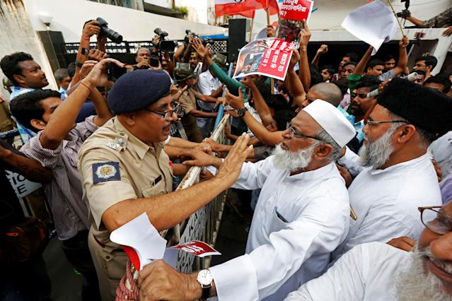<p>A police officer tries to stop a demonstrator of Students Islamic Organisation of India (SIO) from breaking a police barricade during a protest rally against what the demonstrators say are killings of Rohingya people in Myanmar, near Myanmar consulate in Kolkata, India, Sept. 7, 2017. (Photo: Rupak De Chowdhuri/Reuters) </p>
