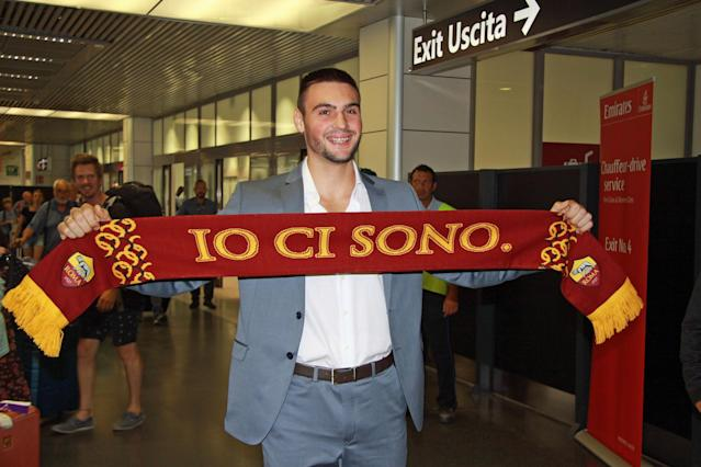 Fiumicino Airport (rome) (Italy), 08/07/2018.- AS Roma's new goalkeeper, Daniel Fuzato, poses for photographs during his arrival at the Fiumicino airport, Rome, Italy, 08 July 2018. (Roma, Italia) EFE/EPA/TELENEWS