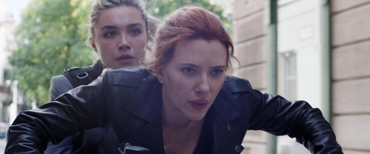 Florence Pugh and Scarlett Johnsson in 'Black Widow' (Photo: Walt Disney Co./Courtesy Everett Collection)