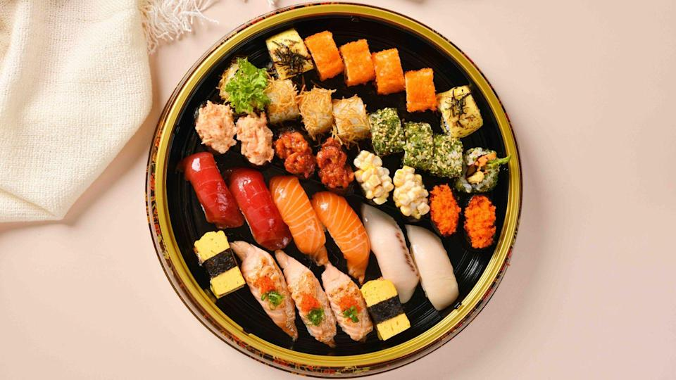 The Aoi Sushi Platter from Ichiban Sushi (under RES Enterprises) makes a yummy addition to the Japanese pen cai that they're offering this season (see below).