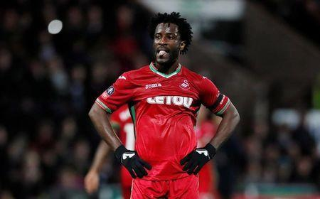 Soccer Football - FA Cup Fourth Round - Notts County vs Swansea City - Meadow Lane, Nottingham, Britain - January 27, 2018 Swansea City's Wilfried Bony looks dejected REUTERS/David Klein